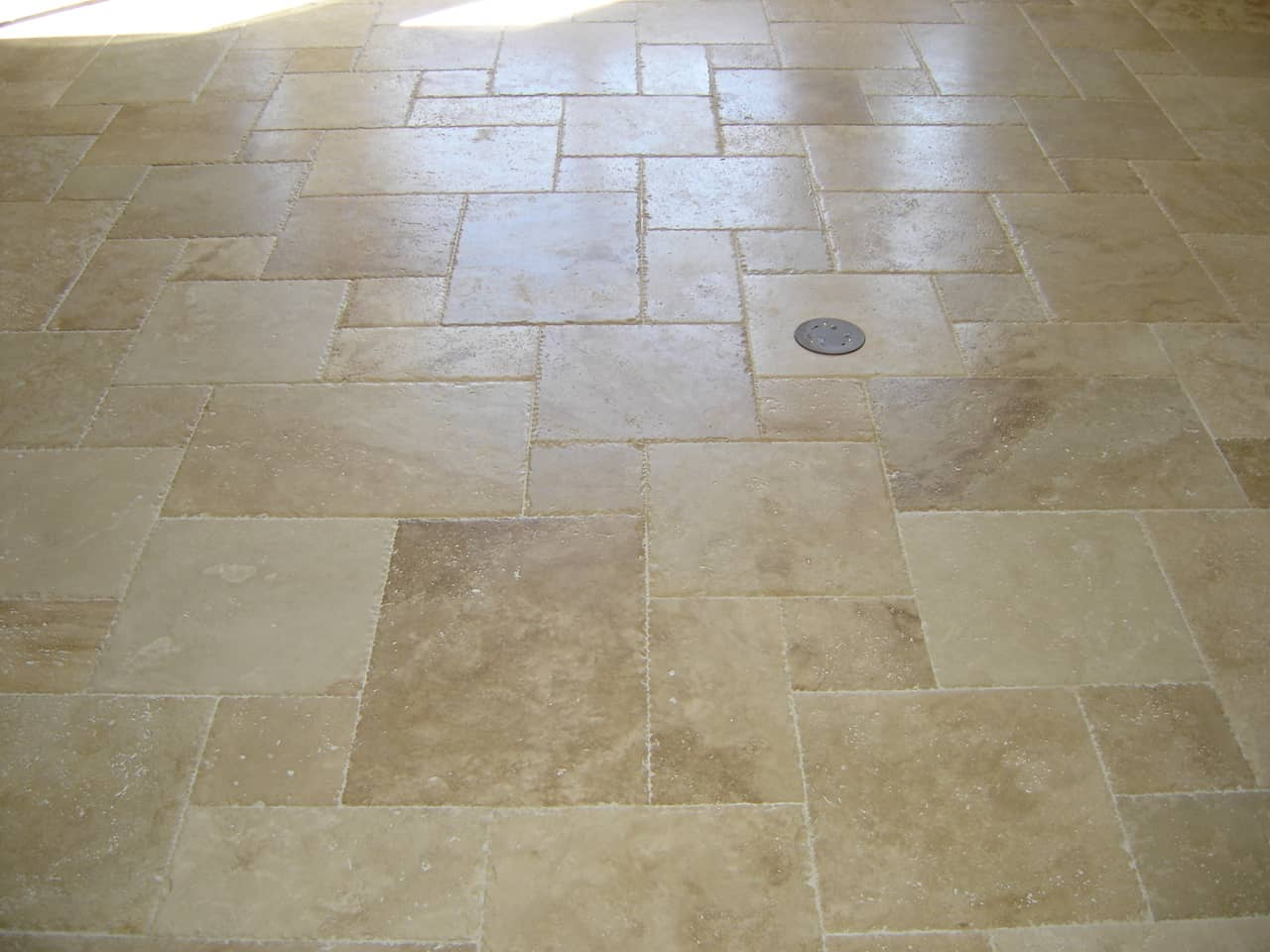 Travertine floor tiles picture contemporary tile design for Travertine tile designs